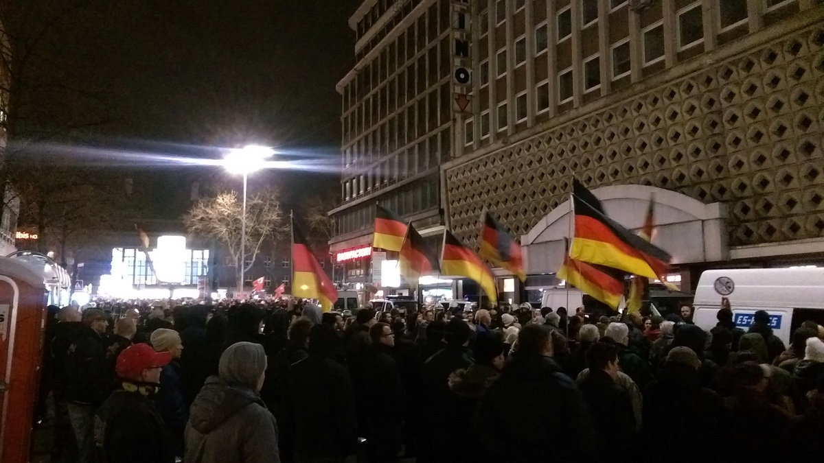 Dügida-Demonstration am 12. Januar 2015 in Düsseldorf